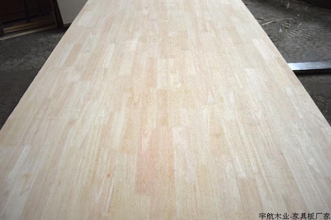 密度板采用橡木贴面家具板